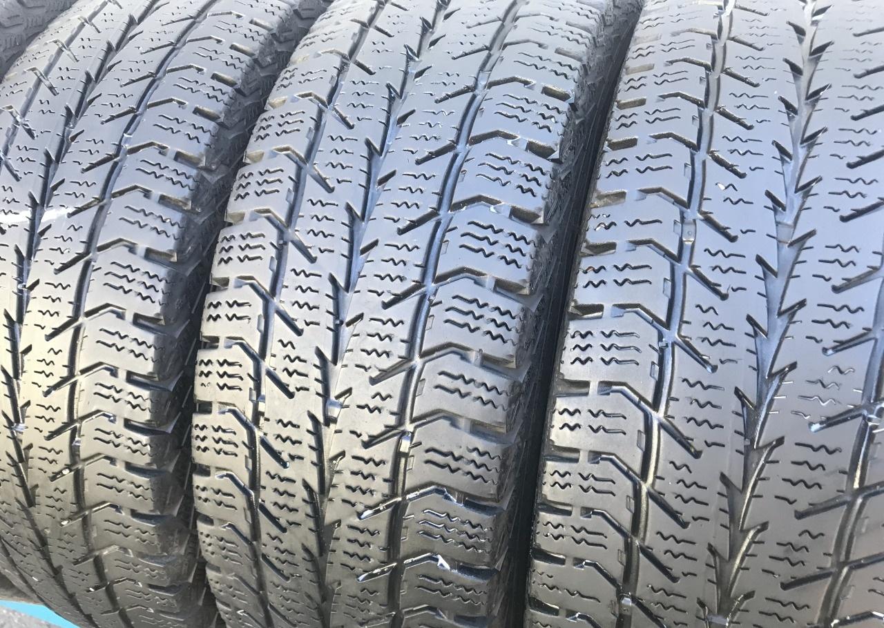 Зимние шины 215 70 R15C Uniroyal