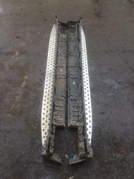Подножка левая порог Mercedes X164 GL  06070370025