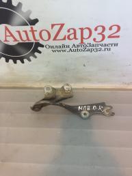 Петля капота правая Mazda MPV