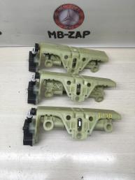 Механизм откидывания подголовника Mercedes W211 2119700125
