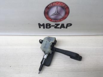 Активатор лючка бензобака Mercedes W203 2038201997