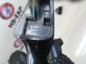 Ручка двери левая Mercedes W221 2217600570
