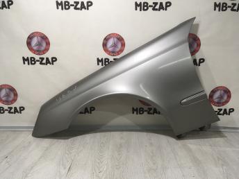 Крыло левое переднее Mercedes W211 2118801318