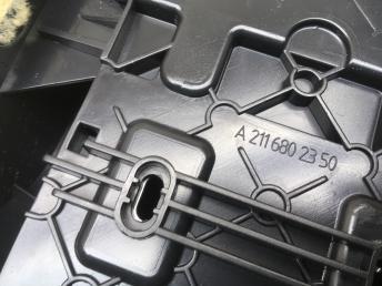 Подлокотник Mercedes W211 2116801250