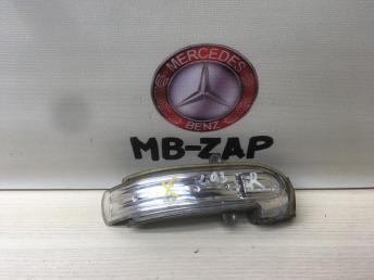 Повторитель правого зеркала Mercedes W203 2038201021