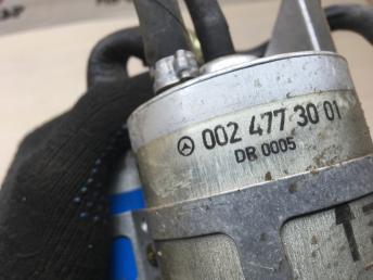 Топливный насос Mercedes W220 0004780001