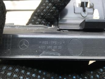Накладки порога салонные Mercedes W220 Япония 2205403411