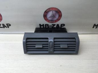 Дефлектор центральный Mercedes W210 2108300054