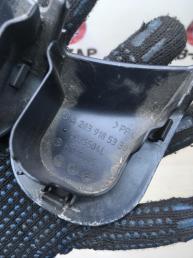Заглушка накладки переднего сидения  Mercedes W203 2039185330