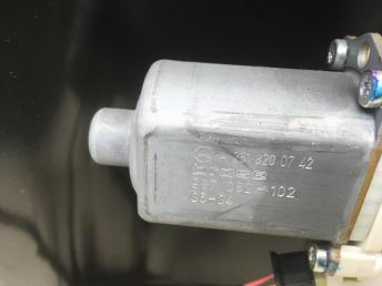 Стеклоподъемник  передний левый Mercedes W251 1647600570