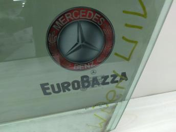 Стекло двери переднее левое Mercedes W204 2047250110
