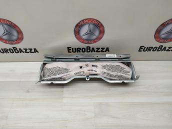 Подушка безопасности нижняя Mercedes W204 2033205430