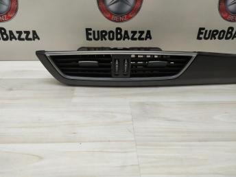 Дефлектор центральный Mercedes W204 2048306054