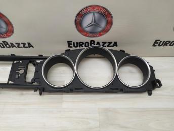 Накладка панели приборов Mercedes W204 2046890339
