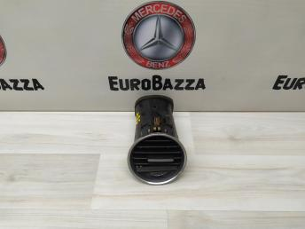 Дефлектор правый Mercedes W204 2048306254
