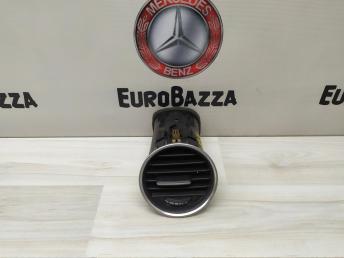 Дефлектор левый Mercedes W204 2048306354