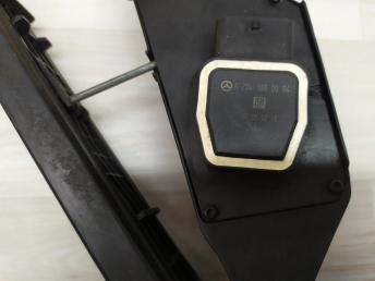 Педаль газа Mercedes W204 2046800150