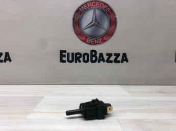 Датчик стояночного тормоза Mercedes W202 2024270073
