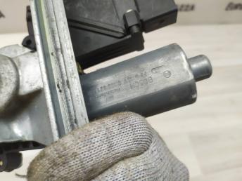 Стеклоподьемник задний правый Mercedes W210 0130821698
