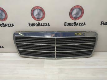 Решетка бампера Mercedes W210 2108880023