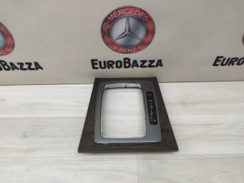 Накладка селектора АКПП Mercedes W204 2046800090