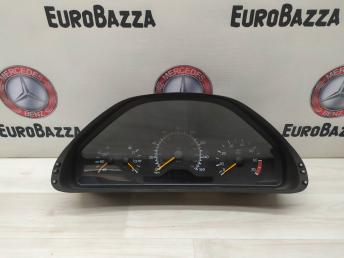 Панель приборов Mercedes W210 2105404348