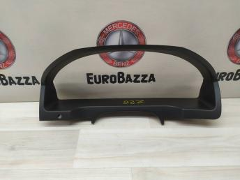 Накладка панели приборов Mercedes W204 2046800023