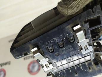 Дефлектор воздушный правый Mercedes W212 2128302754