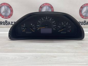Комбинация приборов  Mercedes W210 A2105403011