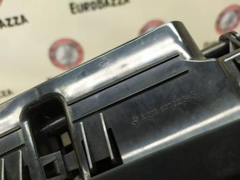 Дефлектор салона центральный Mercedes W203 2038302254