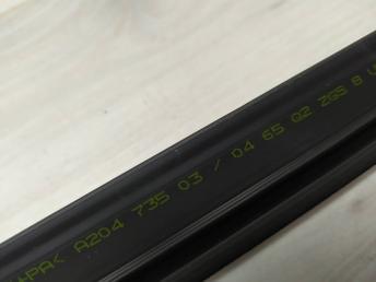 Уплотнитель стекла двери внутренний Mercedes W204 2047350304