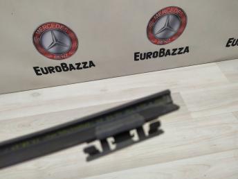 Уплотнитель стекла двери Mercedes W204 2047300624