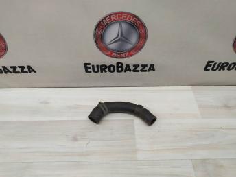 Патрубок системы охлаждения Mercedes W204 2048301596