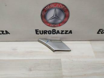 Молдинг заднего крыла правого Mercedes W203 2036905462