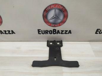 Опорный кронштейн решетки радиатора Mercedes W204 2048860136