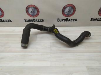 Патрубок системы охлаждения нижний Mercedes W203 2035015582