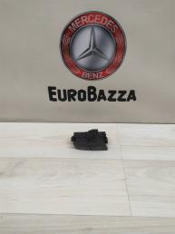 Кнопка центрального замка Mercedes W204 2048706410