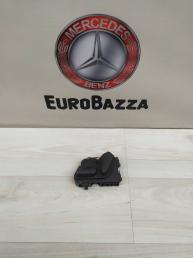 Кнопка регулировки правого сидения Mercedes W210 2108213851