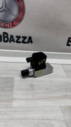 Блок клапанов пневмоподвески Mercedes W211 2113200158