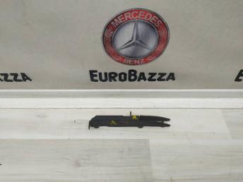 Правый кронштейн переднего бампера Mercedes W221 2218850814