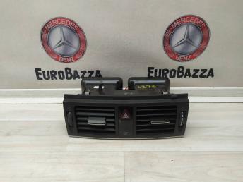 Дефлектор центральный Mercedes W204 2048305754