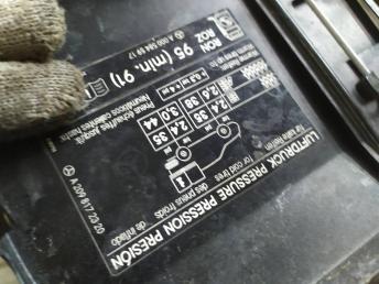 Лючок бензобака Mercedes W209 2098172320