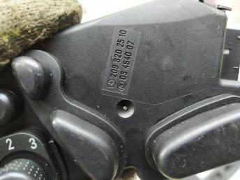 Блок управления сидением левый Mercedes W209 2098202510