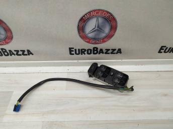 Блок управления стеклоподъёмниками Mercedes W209 2098203410