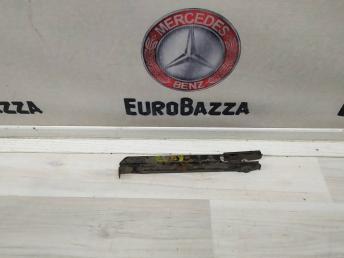 Кронштейн правый переднего бампера Mercedes W209 2038801214