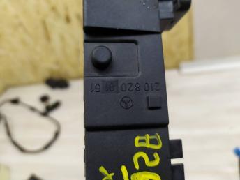 Блок кнопок подогрева Mercedes W208 2108200151