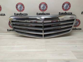 Решетка радиатора Mercedes W212 2128800183