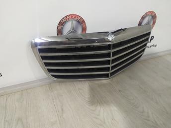 Решетка радиатор Mercedes W211 2118801783