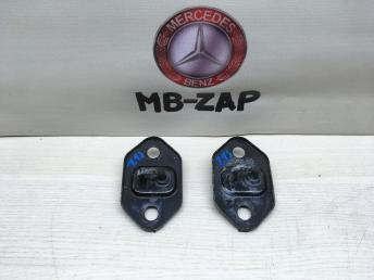 Петля замка капота Mercedes W210 2108801060