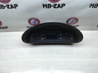 Приборная панель Mercedes W203 2035407811